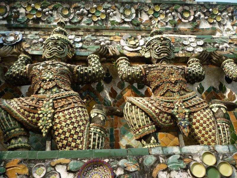 bangkok wat arun guardiani