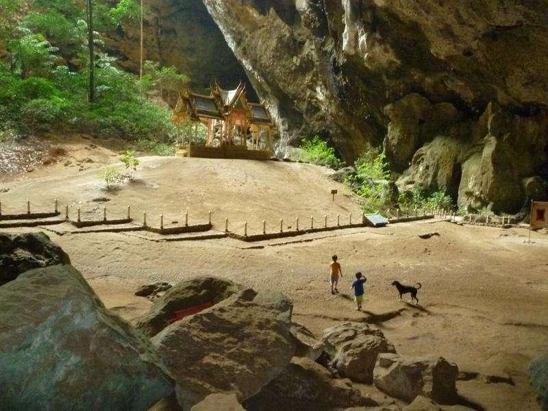 Khao sam roi yot tempio nella grotta