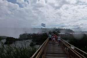 Passerella sulle cascate Iguazù