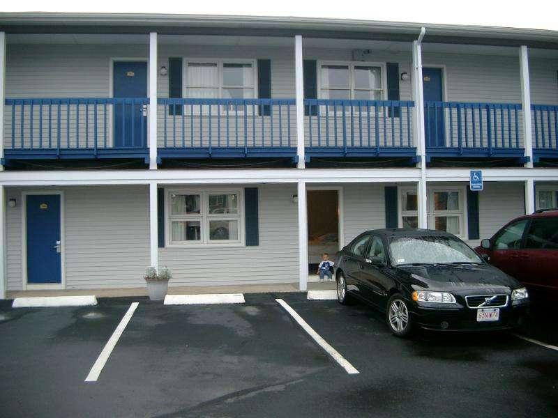 Parcheggio davanti al motel nel New England