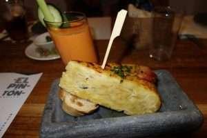 Tortilla e gazpacho a Siviglia