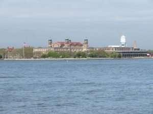 Ellis Island dalla baia di New York