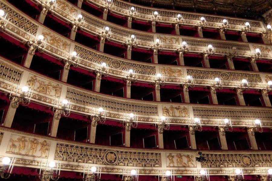 Teatro San Carlo balconate Napoli
