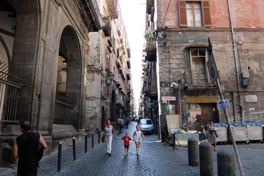 Centro storico di Napoli Via dei Tribunali