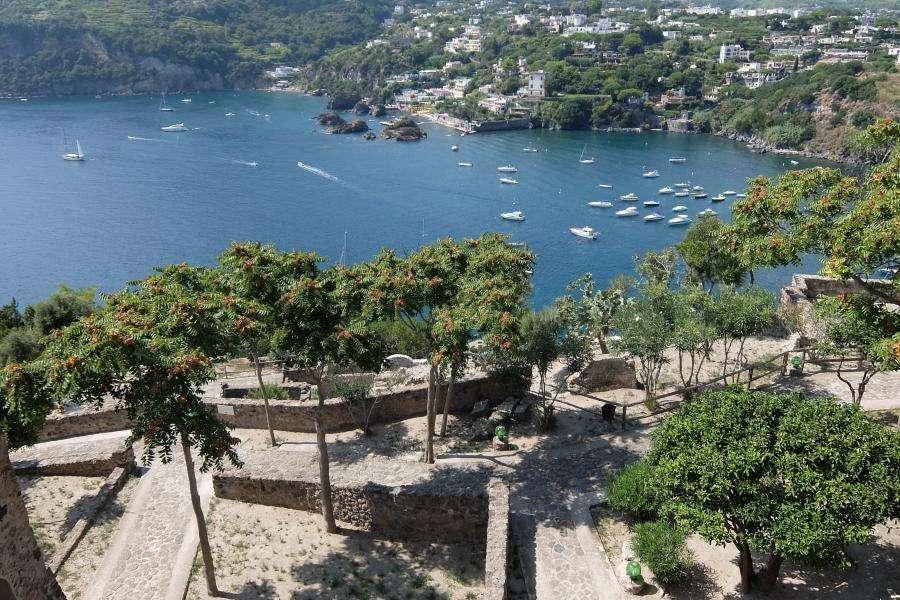 Vista dai giardini del castello aragonese di Ischia