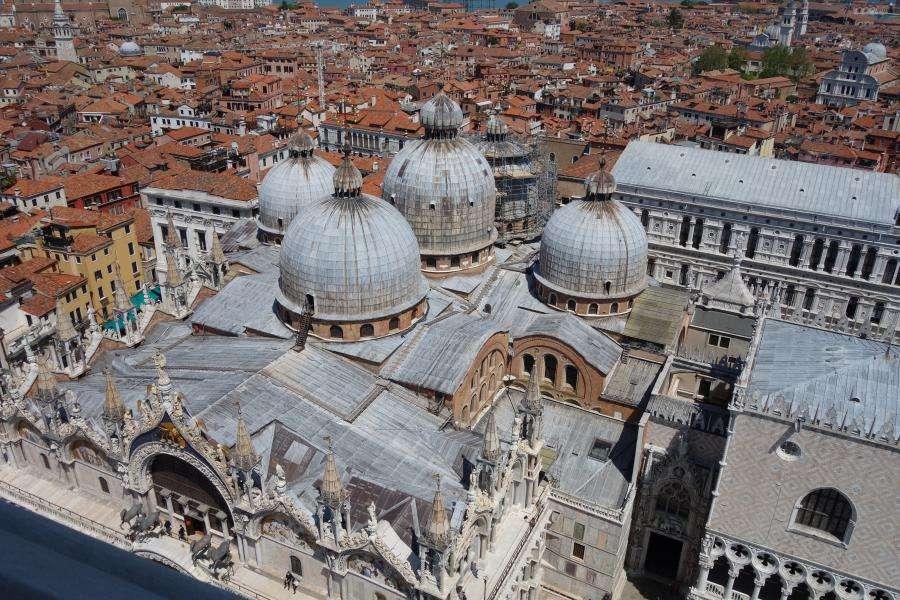 Vista dal campanile sulla Basilica di Venezia