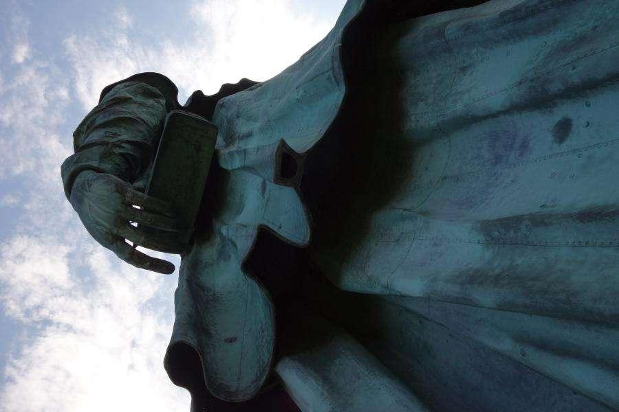 Statua san Carlo Borromeo a Arona Piemonte
