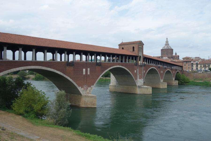 Pavia ponte coperto sul fiume Ticino